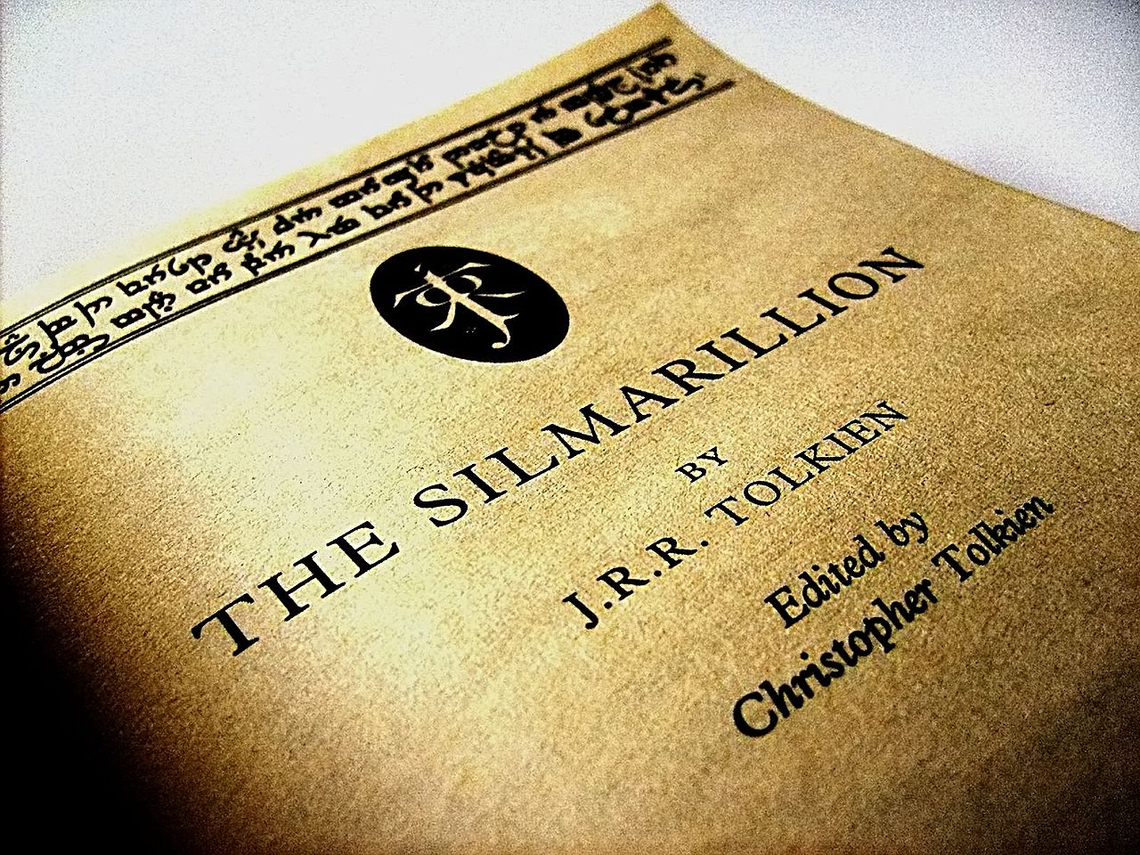 1280px-Silmarrillion,_Just_under_the_Cover
